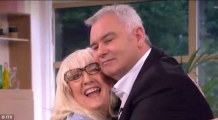 <h5>This Morning Interview</h5><p>A hug from Eamonn</p>